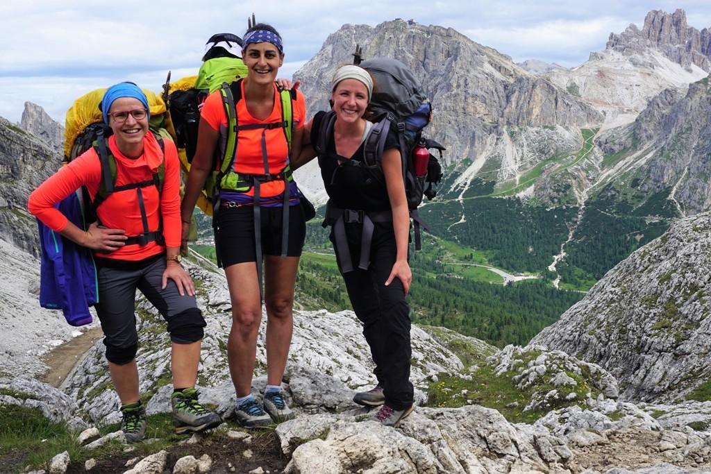 Julia Dalsant am Berg mit Freundinnen