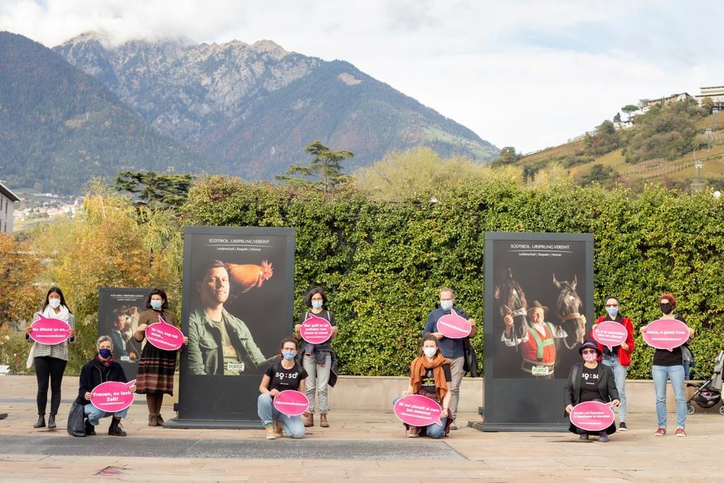 Aktion des Femcafè zu fehlenden Frauenbildern auf den Werbeplakaten der Forst (2020)